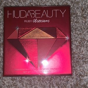 Huda beauty eyeshadow pallet